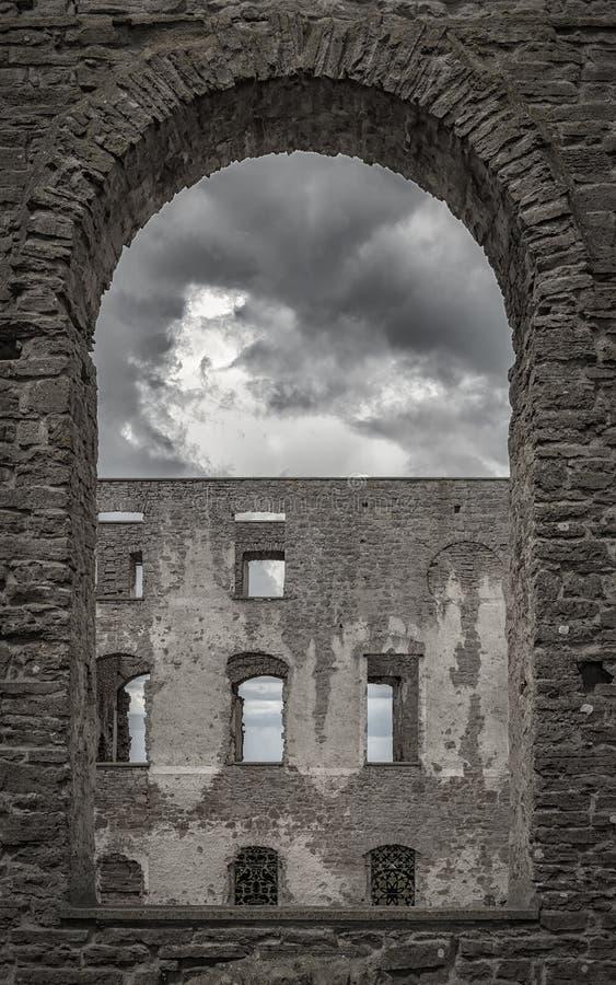 Borgholm城堡废墟拱道 免版税库存照片