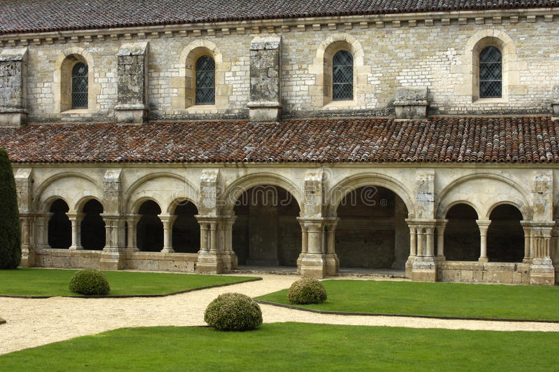 Borgoña, el claustro de la abadía de Fontenay s imágenes de archivo libres de regalías