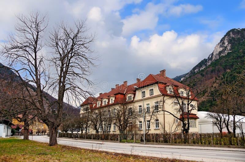 Borgo alpino Reichenau sul Rax, situato al piede della catena montuosa di Rax l'austria fotografia stock