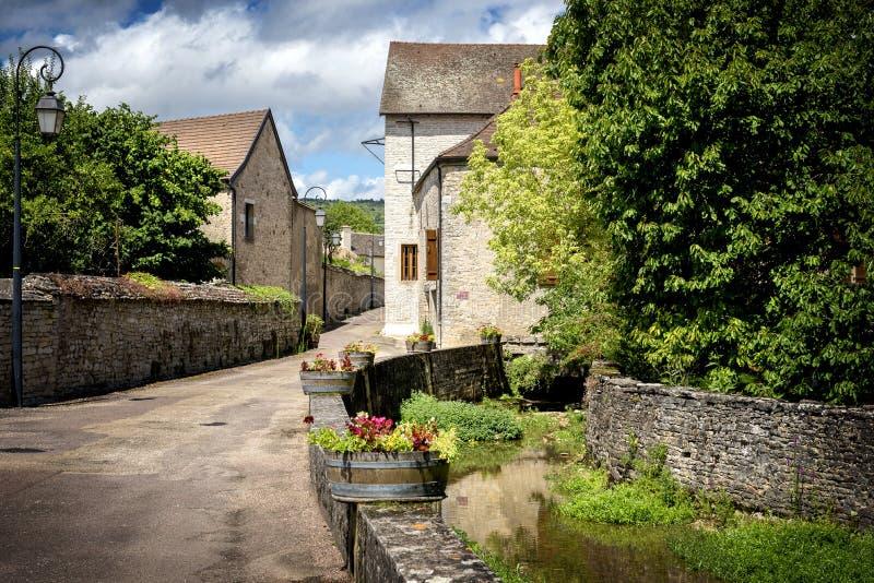 borgonha Vila pitoresca de Vougeot france fotos de stock royalty free