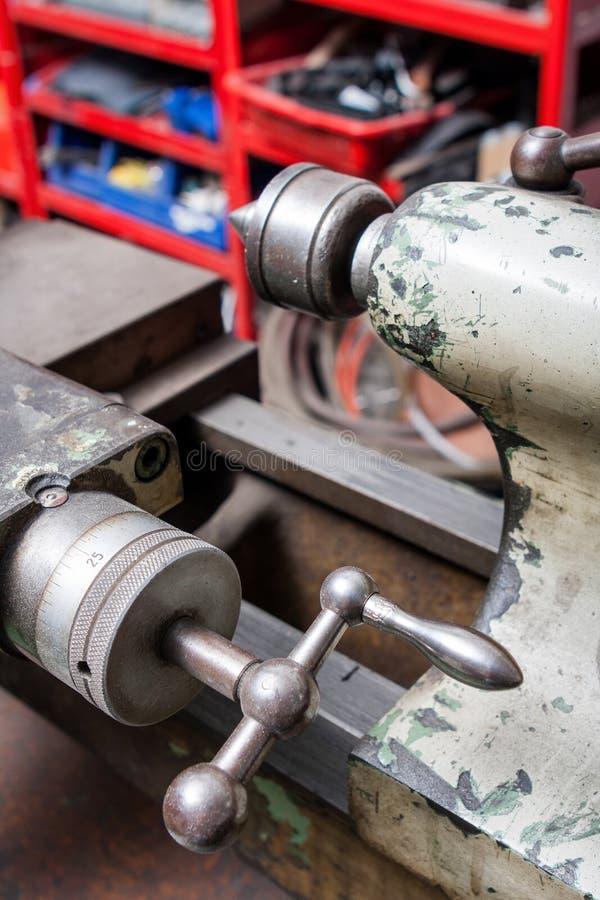 boringsmachine in een workshop stock foto