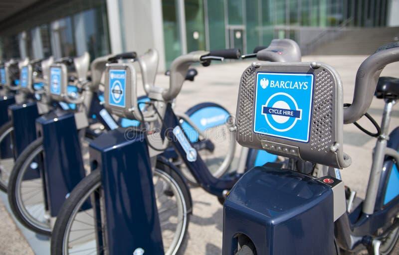 Borisfietsen die op commerciële ariaBoris van Canary Wharf fietsen parkeren die op de commerciële aria van Canary Wharf parkeren royalty-vrije stock afbeeldingen
