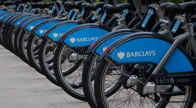 Borisfietsen die op zaken Canary Wharf parkeren royalty-vrije stock afbeeldingen