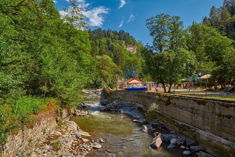 BORJOMI, GEORGIA - 7 AGOSTO 2017: Borjomi Central Park con il 'chi' immagini stock