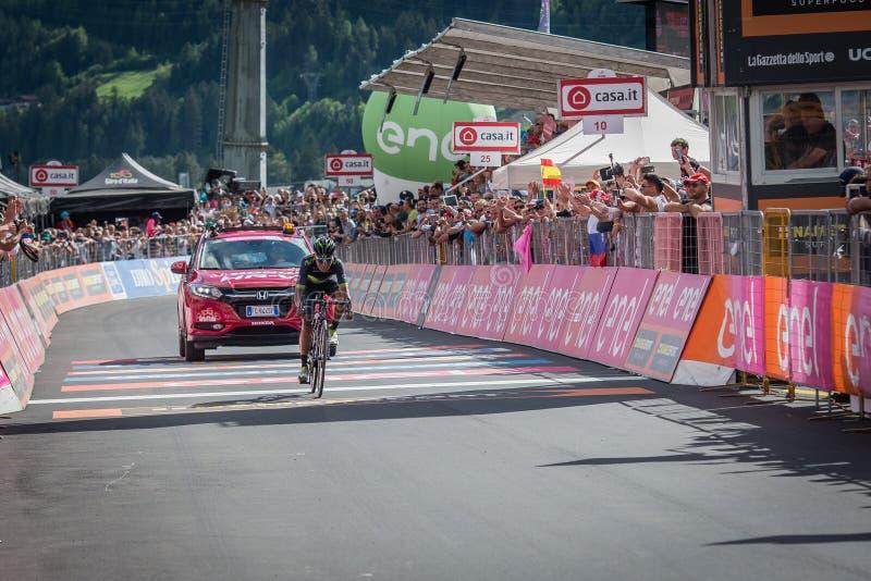 Bormio, Ιταλία στις 23 Μαΐου 2017: Nairo Quintana, ομάδα Movistar, εξαντλημένα περάσματα η γραμμή τερματισμού στοκ φωτογραφίες με δικαίωμα ελεύθερης χρήσης