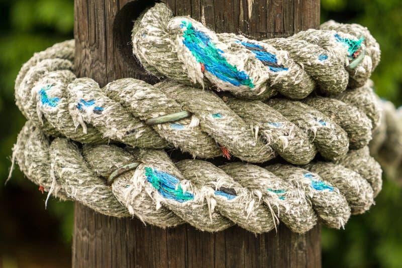 Borne et corde étroites photos libres de droits