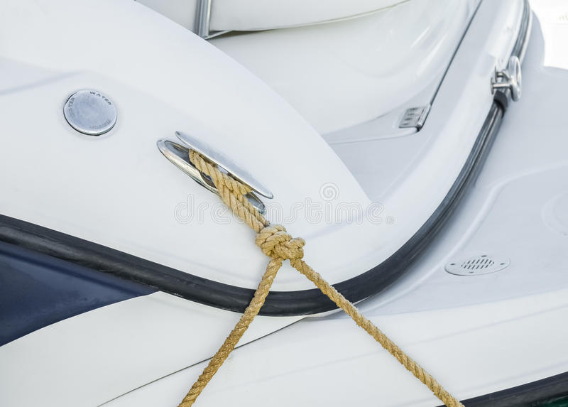 Borne sur le yacht photographie stock libre de droits