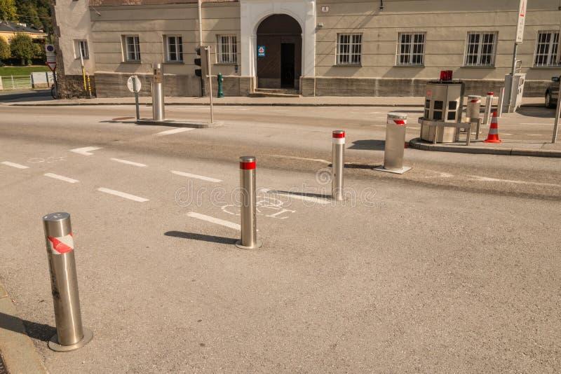 Bornes escamotables automatiques dans la vieille ville de Salzbourg, Aust photographie stock