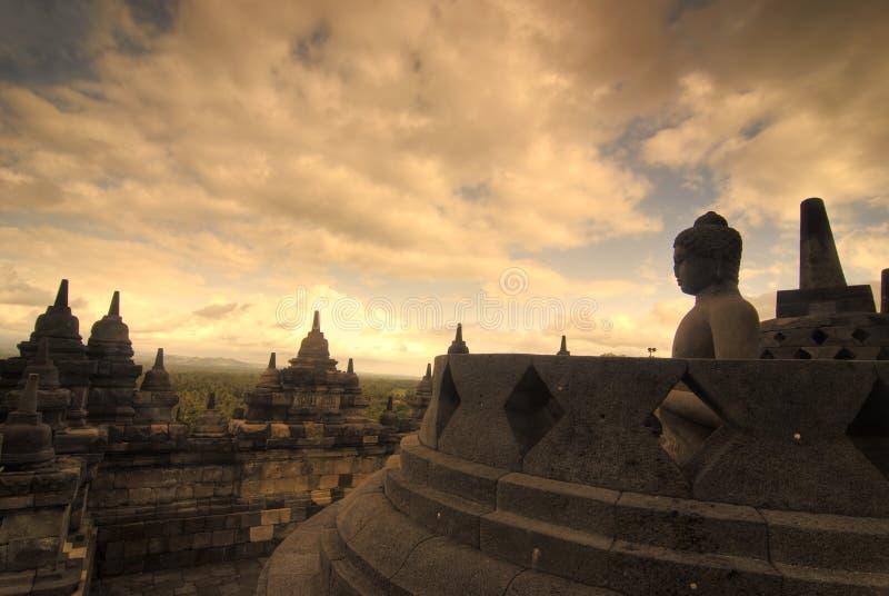 Borobudur, marco muito famoso em java, Indonésia durante o por do sol fotografia de stock