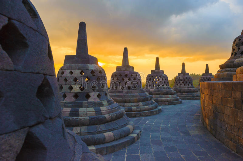 Borobudur tempel på soluppgången, Java, Indonesien royaltyfria bilder