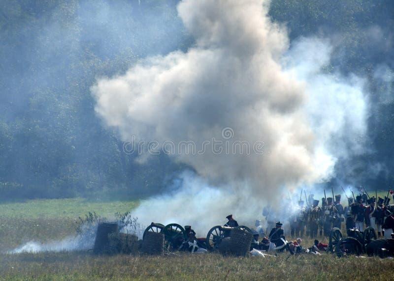 BORODINO, REGIÓN DE MOSCÚ - 2 DE SEPTIEMBRE DE 2018: Reenactors se vistió como soldados de la guerra napoleónica en el reenactm h imagenes de archivo