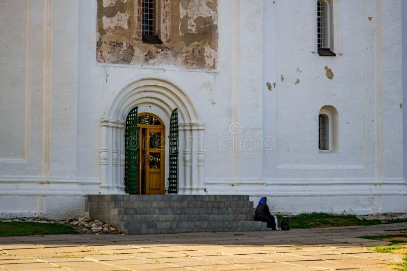 Borovsk, Rússia - em junho de 2018: Monastério de Pafnutevo-Borovsky, catedral da natividade do Virgin abençoado foto de stock