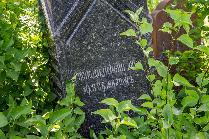 Borovsk, Russie - juin 2019 : Pierre tombale antique photo stock