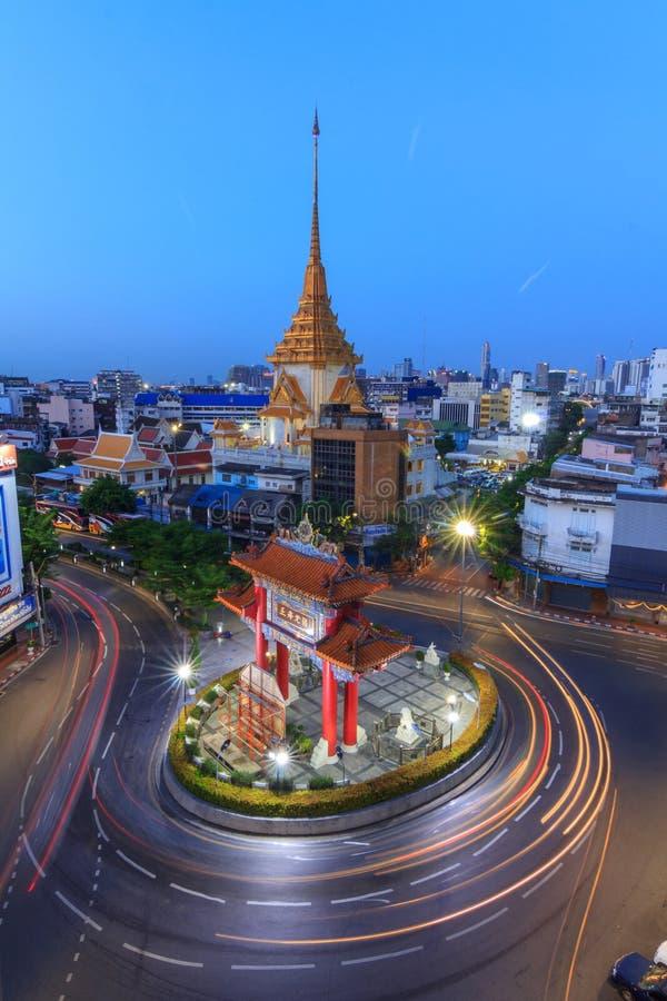 Borre a luz do carro que move-se no marco do círculo de Odean em Tailândia imagem de stock royalty free