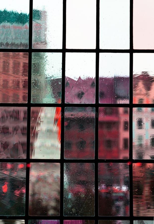 Borre a opinião clássica verde da cidade da construção do rosa vermelho do fundo transparente clássico interior da arquitetura da imagens de stock royalty free