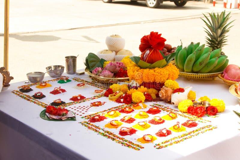 Borrou a cerimônia dos brâmanes com deus Genesha imagens de stock royalty free