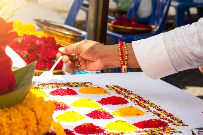 Borrou a cerimônia dos brâmanes com deus Genesha de india fotos de stock