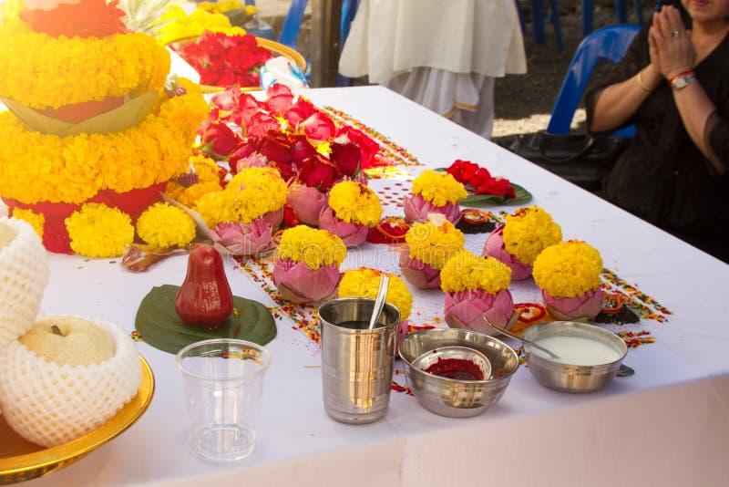 Borrou a cerimônia dos brâmanes com deus Genesha de india fotos de stock royalty free