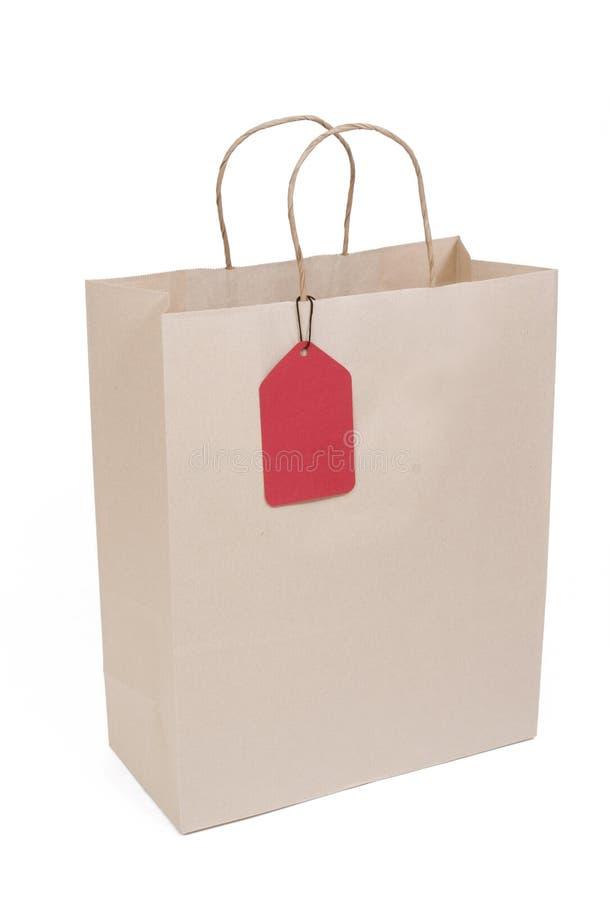 Sacchetto della spesa con l'etichetta rossa fotografie stock libere da diritti