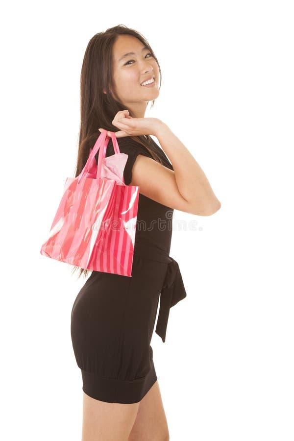 Borsa rosa della donna sopra la spalla immagini stock libere da diritti