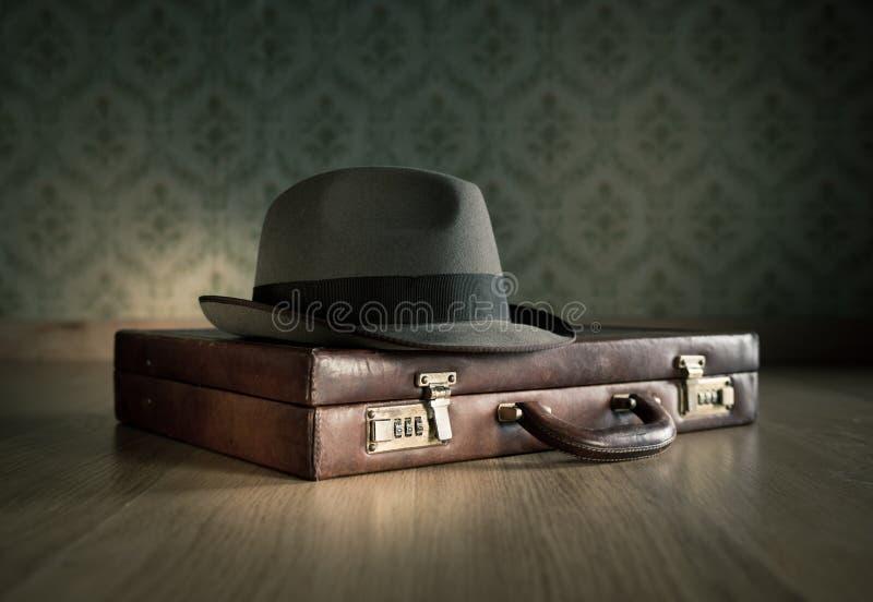 Borsalinohoed en aktentas stock afbeelding