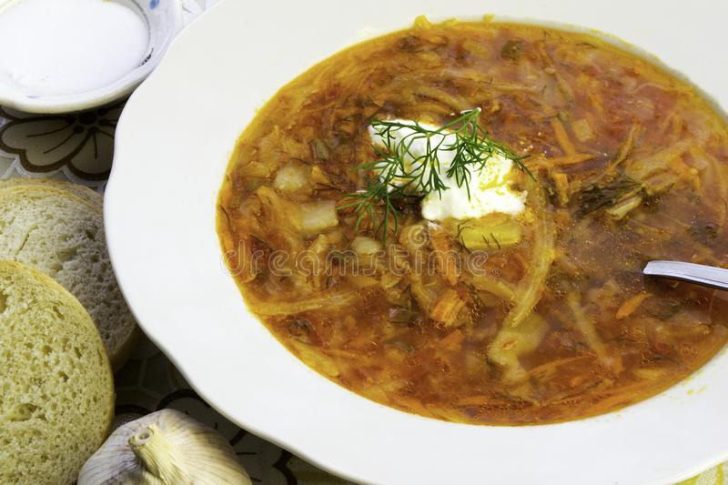 Borscht ukrainien et russe de soupe à rouge-betterave image stock