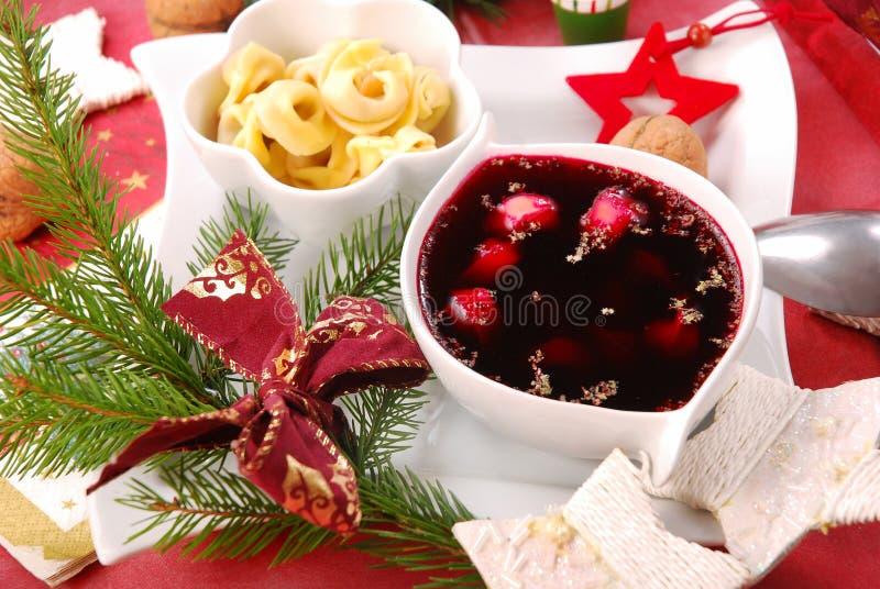 Borscht vermelho com ravioli do cogumelo imagem de stock royalty free