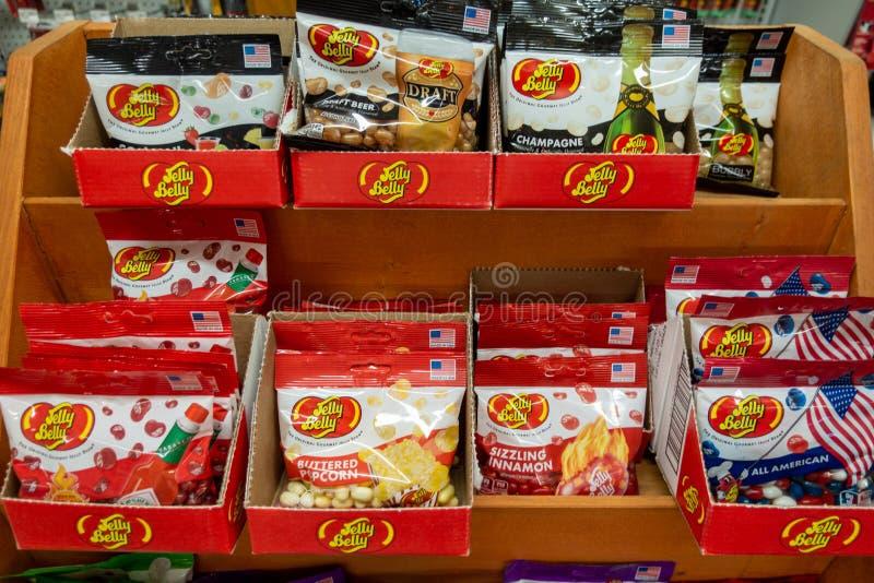 Borse delle caramelle di Jelly Belly ad una vendita al dettaglio fotografia stock