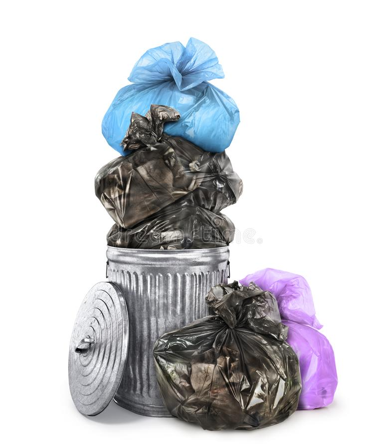 Borse di immondizia dentro ed intorno al conta dei rifiuti fotografie stock libere da diritti