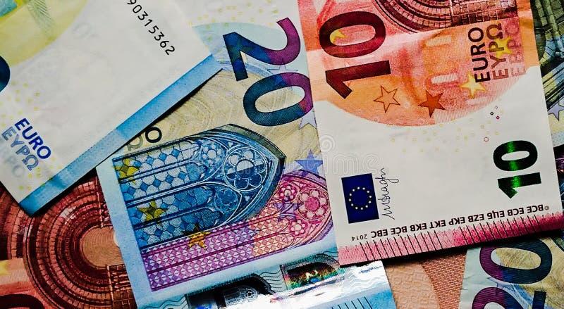 Borse valori di finanza del primo piano dei soldi delle note dell'euro fotografia stock libera da diritti