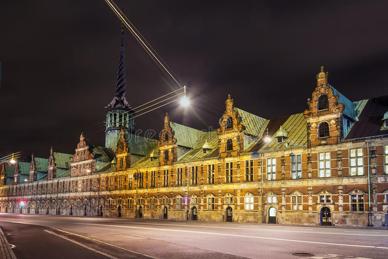 Borsen (το χρηματιστήριο) το βράδυ, Κοπεγχάγη στοκ φωτογραφία με δικαίωμα ελεύθερης χρήσης