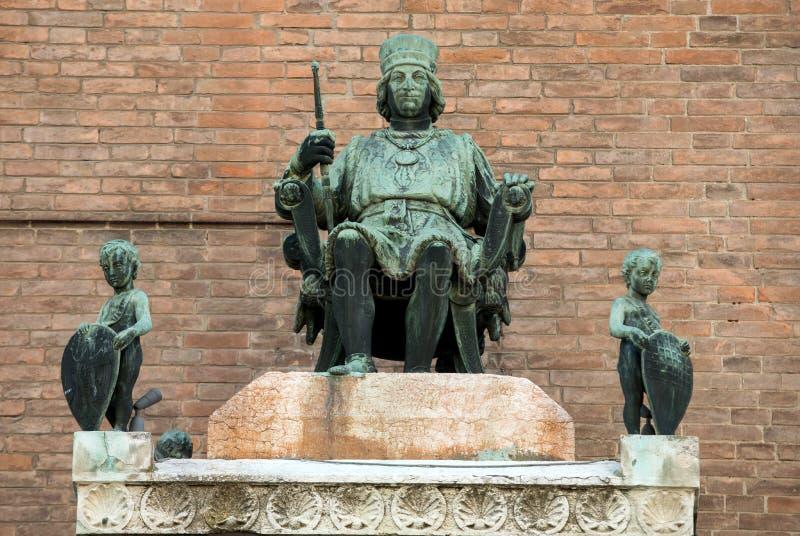 Borso D 'Este, hertig av Ferra på det Palazzo Municipale/stadshuset/på Corso Martiri della Liberta i Ferrara Emilia-Romagna royaltyfri bild