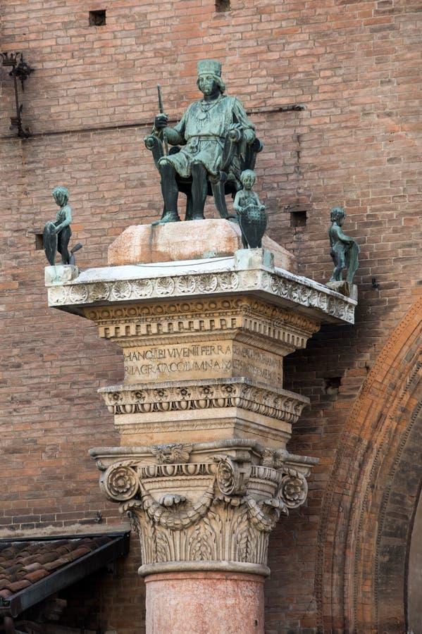 Borso D 'Este, hertig av Ferra på det Palazzo Municipale/stadshuset/på Corso Martiri della Liberta i Ferrara Emilia-Romagna royaltyfri foto