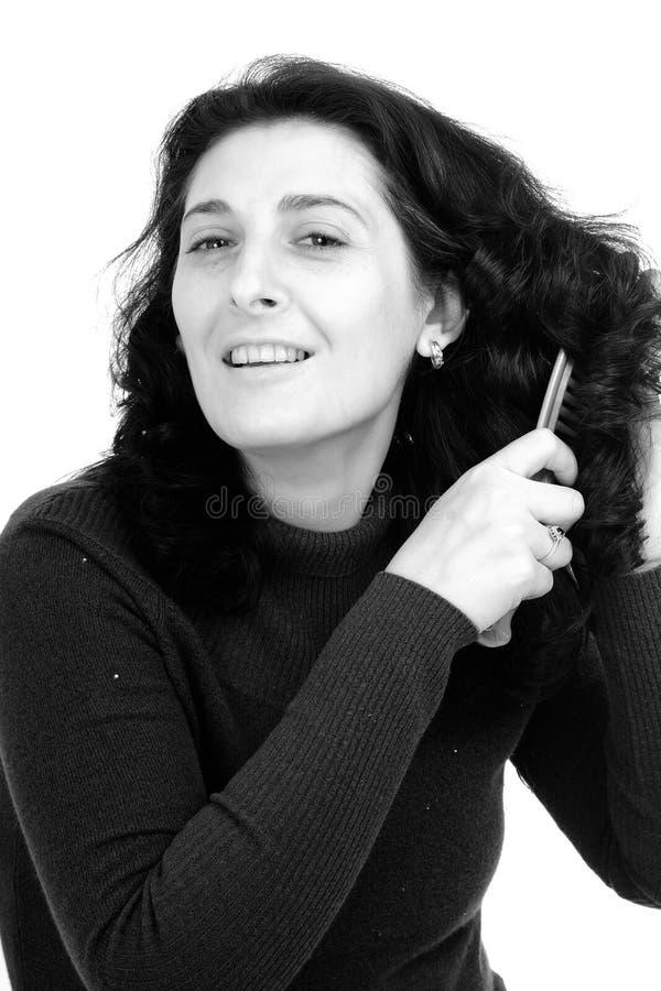 borsta hårkvinna royaltyfria foton