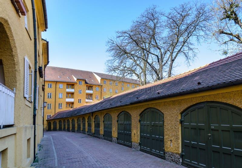 Borstay omr?de, Munich, Tyskland per fantastiskt omr?de av staden, husen och borgg?rdarna royaltyfria bilder