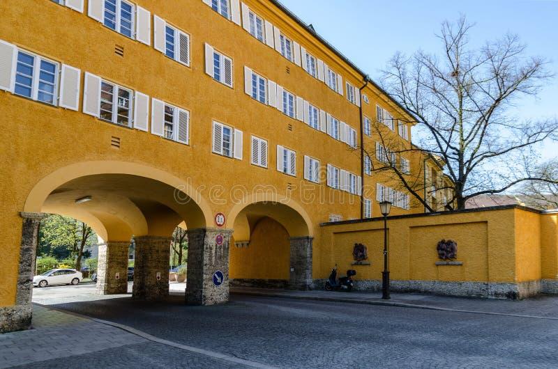 Borstay omr?de, Munich, Tyskland per fantastiskt omr?de av staden, husen och borgg?rdarna fotografering för bildbyråer
