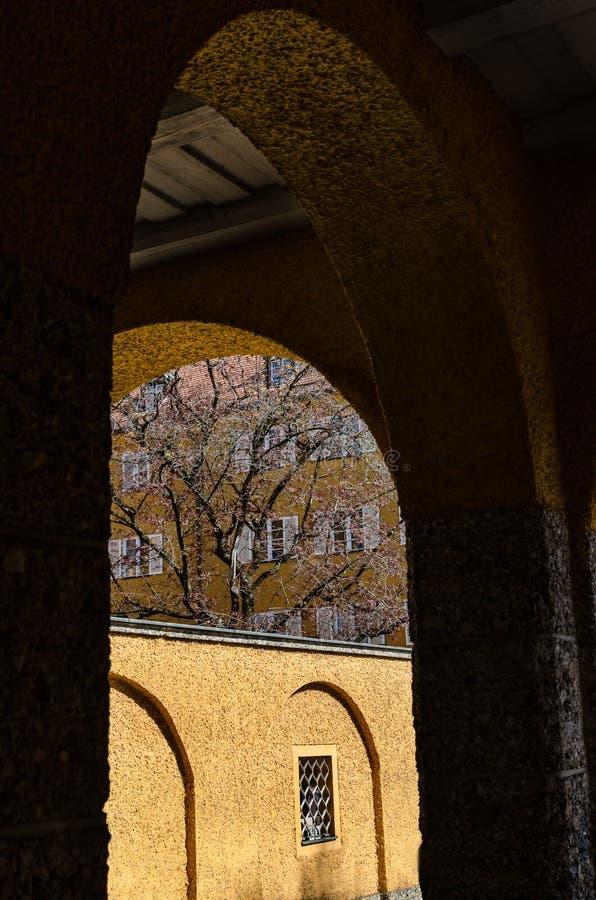 Borstaydistrict, München, Duitsland een verbazend gebied van de stad, de huizen en de binnenplaatsen stock foto