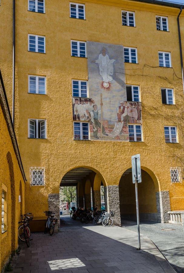 Borstaydistrict, M?nchen, Duitsland een verbazend gebied van de stad, de huizen en de binnenplaatsen royalty-vrije stock foto's