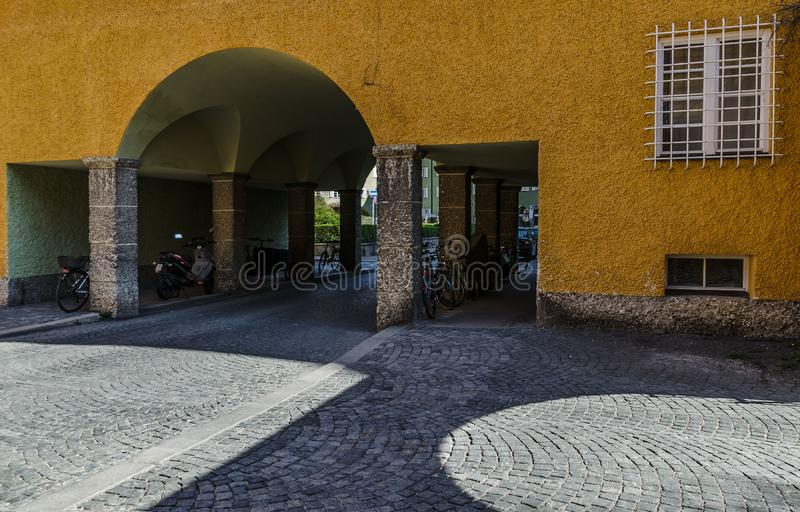 Borstaydistrict, M?nchen, Duitsland een verbazend gebied van de stad, de huizen en de binnenplaatsen stock afbeeldingen