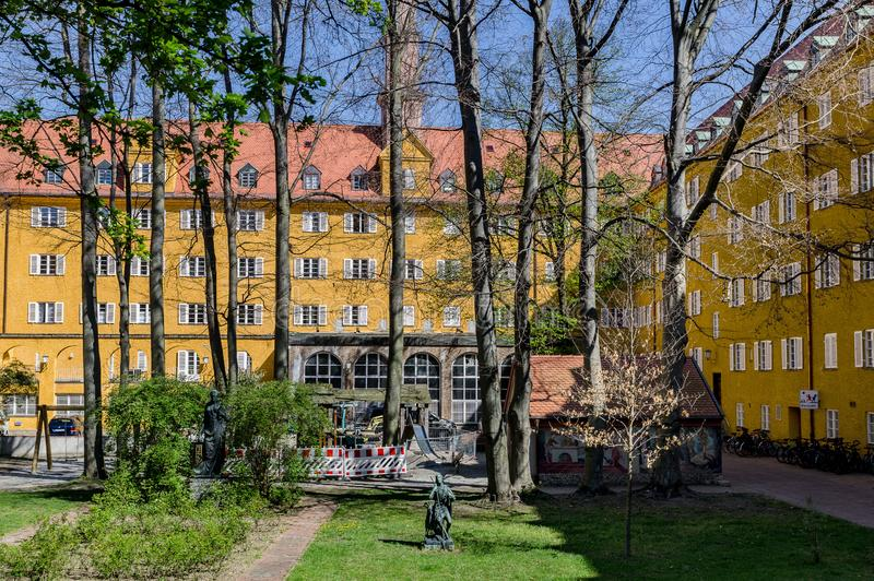 Borstaydistrict, M?nchen, Duitsland een verbazend gebied van de stad, de huizen en de binnenplaatsen royalty-vrije stock foto