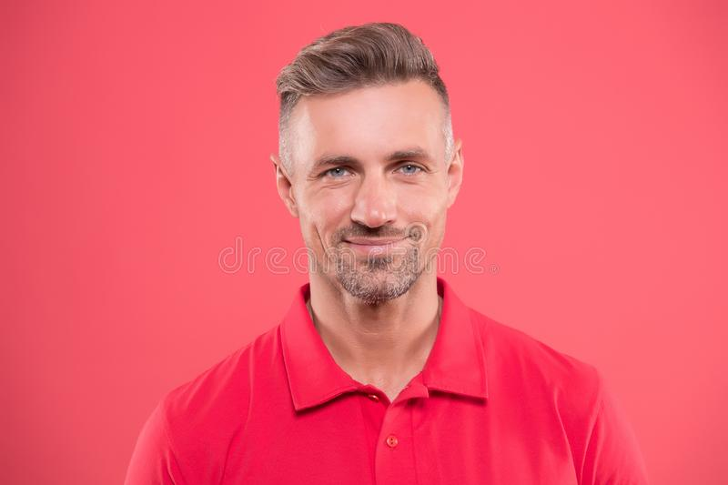 Borste und Gesichtshaar Reifes schönes Modell des Mannes Was es Sein Macho bedeutet Nat?rliche Sch?nheit Mann attraktiv lizenzfreies stockfoto