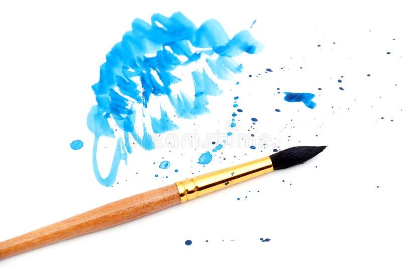 Borstel met blauwe verfslag royalty-vrije stock afbeeldingen