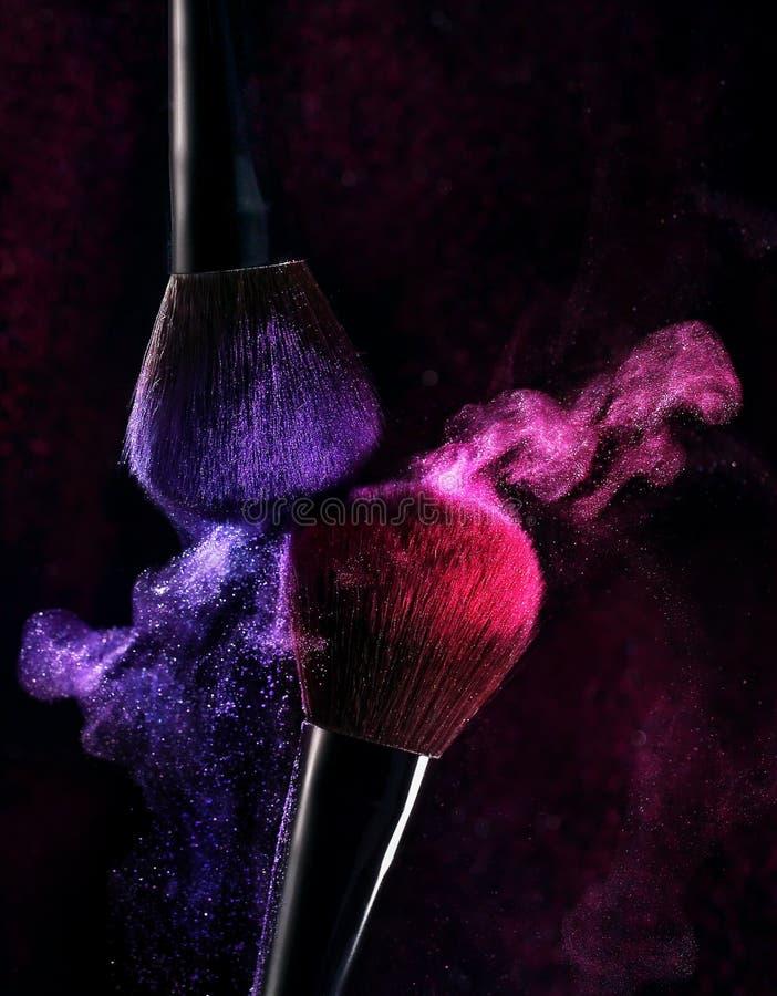 Borstels voor het toepassen van make-up stock afbeelding