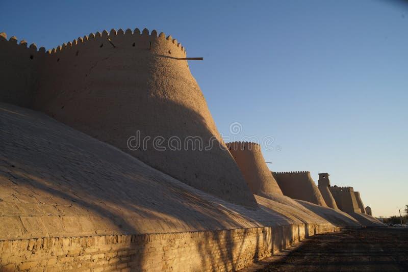 Borstweringen van de oude stad van Khiva-mening van de mooie avondpatronen van Oezbekistan royalty-vrije stock foto's