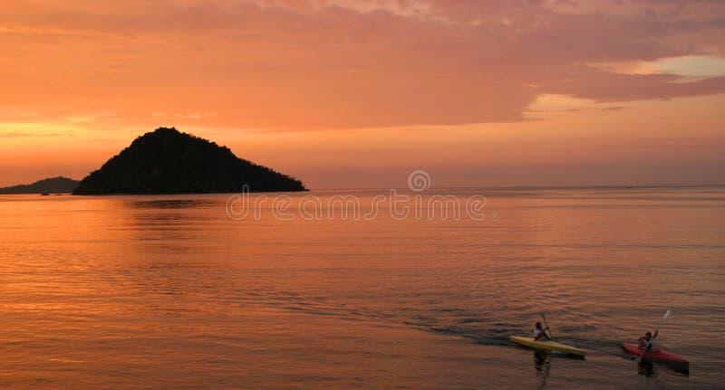 Download Bort paddla arkivfoto. Bild av clean, hälsa, orange, transport - 503338