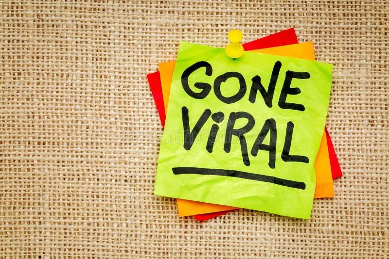 Borta virus- - klibbig anmärkning royaltyfria bilder