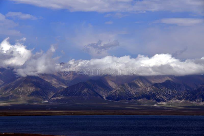 Bortala, Xinjiang: geniet van de koele wereld van Salem Lake stock foto's