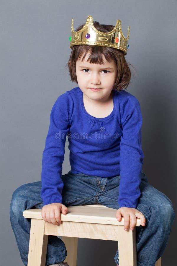 Bortskämt ungebegrepp för lyckligt barn arkivbilder