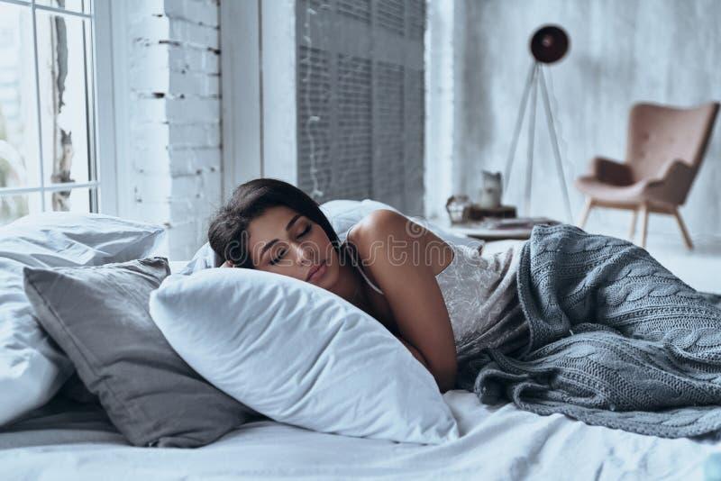 Borttappat i en djup sömn arkivfoto