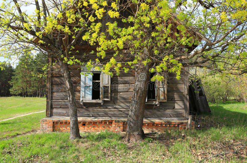 Borttappat lantligt hus fotografering för bildbyråer